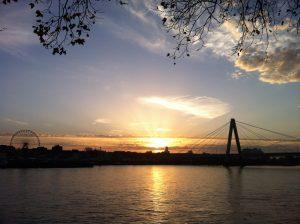 Sonnenuntergang auf dem Rhein