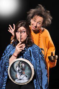 Maria Lerner und Mirjam Wiesemann reinigen Ihre Chakren - Foto: (c) Martina Leymann